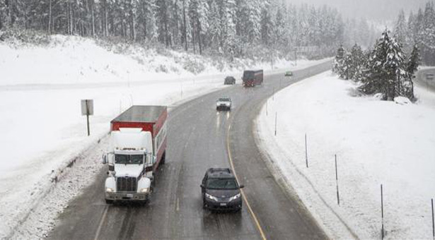 Traffic carefully makes it way up Interstate 80 in California. Photo  Reuters/Max Whittaker