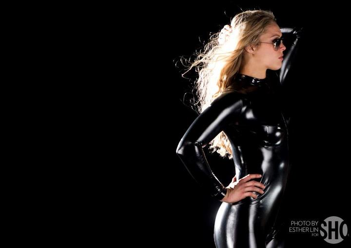 Ronda Rousey dressing up as Catwoman via cagepotato.com