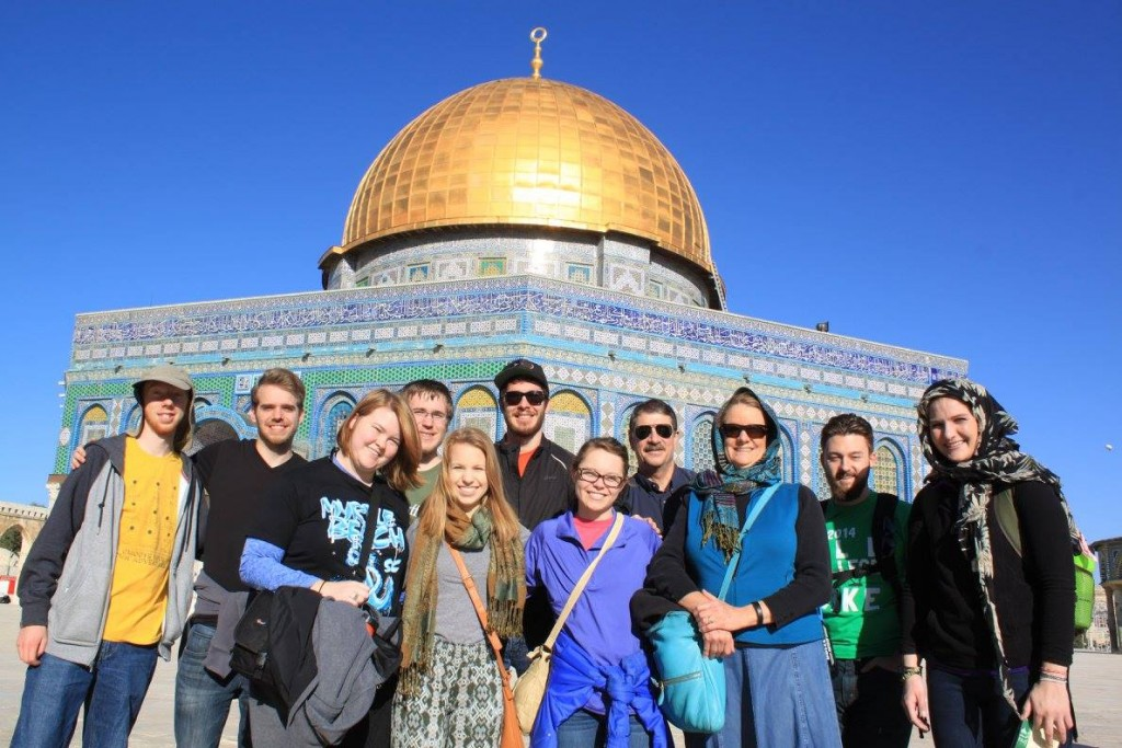 group photo of students who traveled to Israel