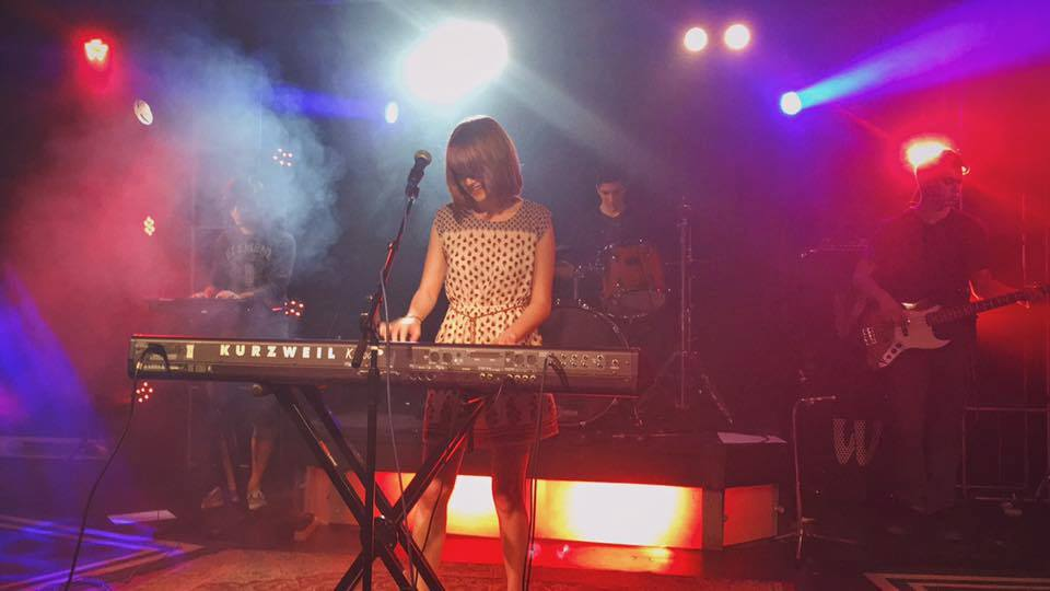 Mandy PEnnington playing piano