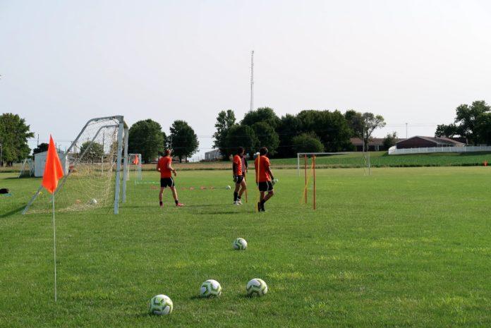 Goalkeepers at practice. Media by José Soutullo Fernández.