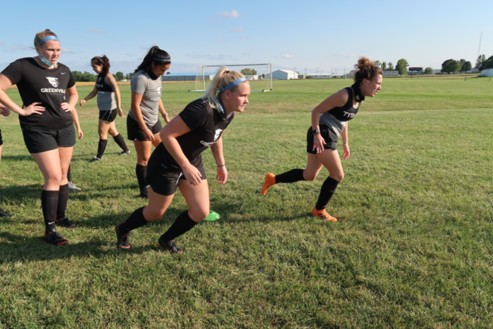Women soccer team during fall practice. Media by José Soutullo Fernández